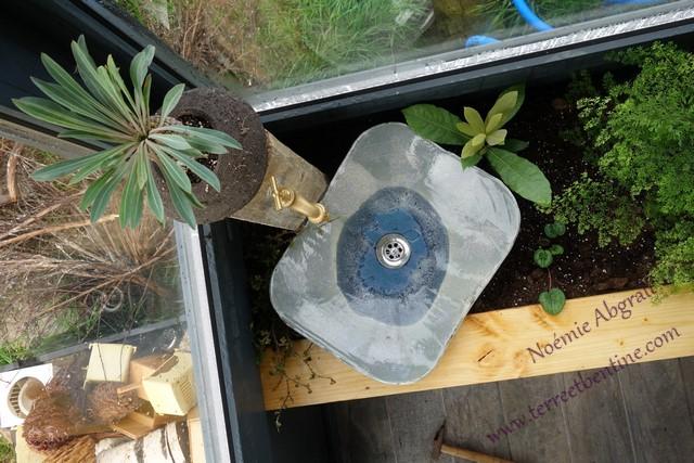 CREATIONS: Vasque In Situe, bijoux, boutons en porcelaine et pendentifs en terre papier