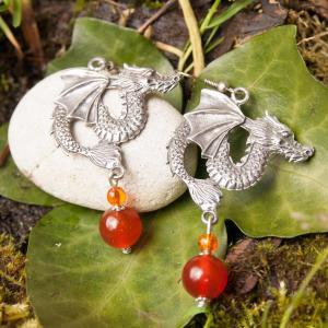 boucles-d-oreille-mythologique-dragon-cornaline-et-perles-de-verre-terre-de-feu